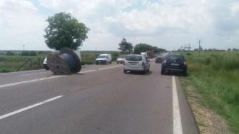 În urma impactului, un tambur de o tonă a căzut pe Audi și apoi pe șosea. FOTO CTnews.ro