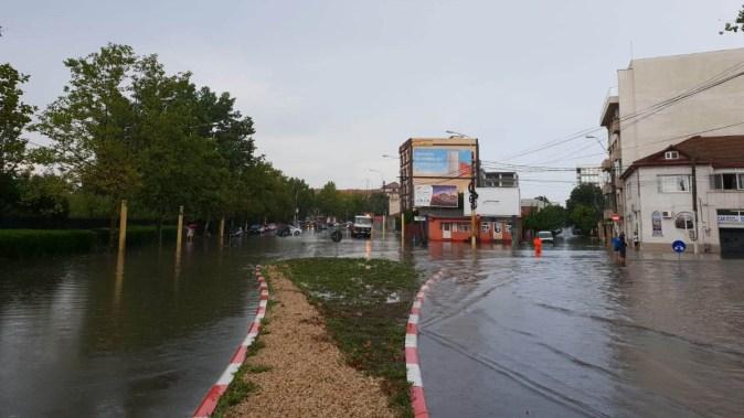 Ploile abundente au inundat mai multe șosele din Constanța. FOTO CTnews.ro
