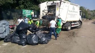 Angajații Polaris asigură curățenia la Festivalul Neversea. FOTO Polaris M Holding