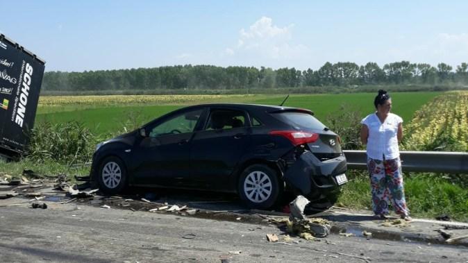 Autoturismul implicat în accident a avut avarii ușoare. FOTO DRDP Constanța