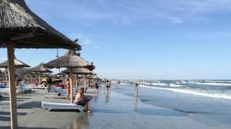 De la 1 iunie, turiștii îți pot rezerva prin telefon șezlongul de pe plajă
