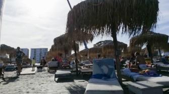 Plajă cu șezlonguri. FOTO Cătălin SCHIPOR