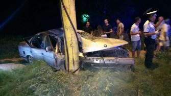 BMW-ul scăpat de sub control s-a oprit în stâlpul de beton. FOTO SAJ Constanța