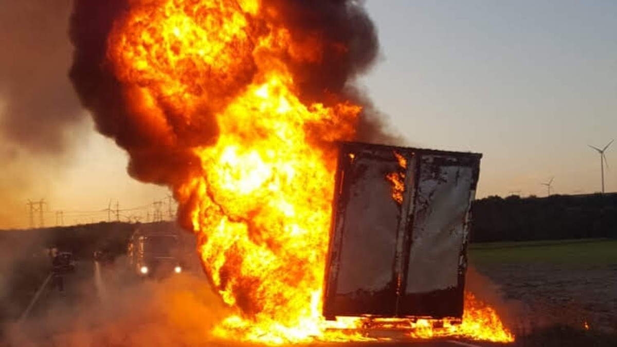 incendiu camion isu pompieri (2)