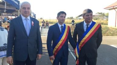 Nicolae Anghel și invitații săi la Ziua comunei Castelu. FOTO CTnews.ro