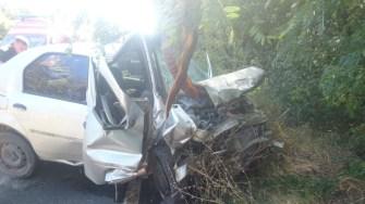În urma impcatului, ambele autoturisme au fost grav avariate. FOTO SAJ Constanța