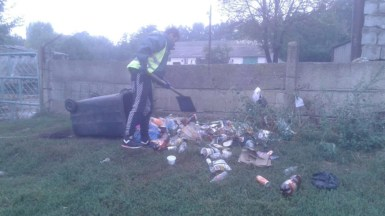 Angajații Polaris M Holding au curățat și igienizat mai multe zone din oraș. FOTO Polaris M Holding