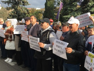 Primarul Valentin Vrabie a participat la protestul de la Prefectura Constanța. FOTO CTnews.ro