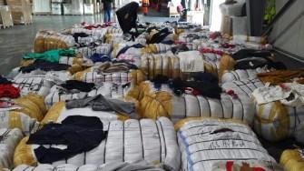 Produse contrafăcute descoperite de polițiștii de frontieră. FOTO Garda de Coastă