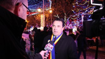 Primarul Liviu Negoiță la inaigurarea iluminatului festiv de la Cernavodă. FOTO Adrian Boioglu