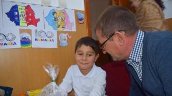 Moș Nicolae a venit la copiii claselor 0 - IV din Cumpăna. FOTO Primăria Cumpăna