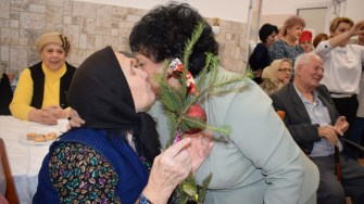 Bătrânii de la Căminul de Persoane Vârstnice din Constanța au primit vizita femeilor din PSD