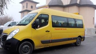 Microbuzul de transport al elevilor din Valu lui Traian. FOTO Adrian Boioglu