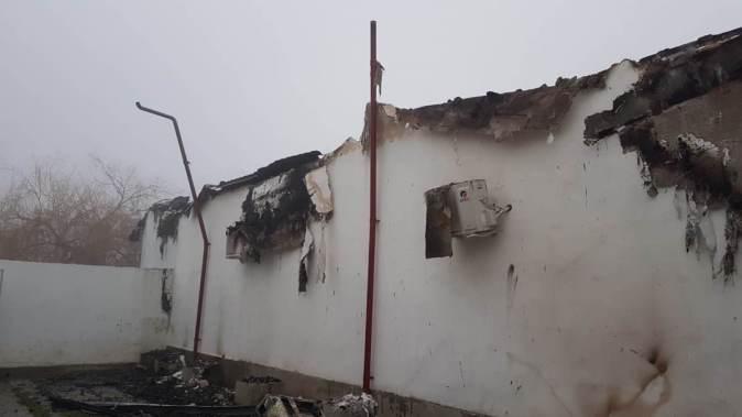 Incendiu la un motel din Sibioara. FOTO ISU Dobrogea