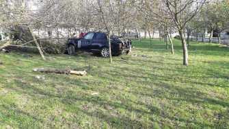 Mașina s-au răsturnat în afara părții carosabile. FOTO IPJ Constanța