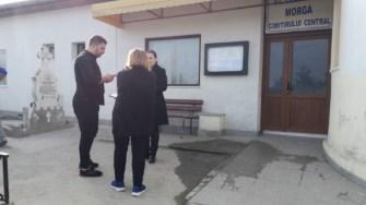Părinții lui Răzvan Ciobanu au ajuns de dimineață la Morga Cimitirului Central. FOTO Cătălin SCHIPOR