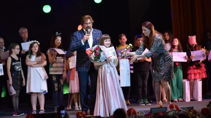 """Primăria Medgidia a organizat a VIII-a ediție a Festivalului de Muzică Ușoară și Populară """"Tinere Speranțe"""". FOTO Primăria Medgidia"""
