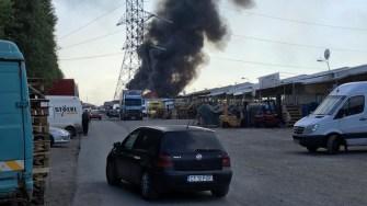 Incendiul s-a extins rapid. FOTO Adrian BOIOGLU