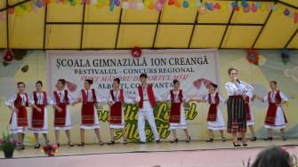 """Festivalul popular """"Sunt Mândru de Portul Meu"""", la Albești. FOTO CTnews.ro"""
