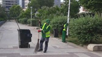 Angajații Polaris au curățat căile de acces spre plajă. FOTO Primăria Constanța