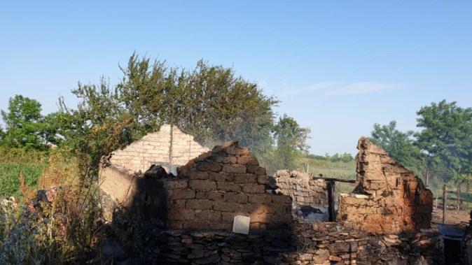 În urma jocului copiilor cu focul, nu a mai rămas nimic din agoniseala părinților. FOTO ISU Dobrogea
