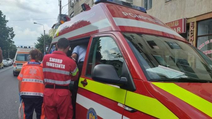 Echipajul medical a acordat îngrijiri persoanelor rănite. FOTO CTnews.ro