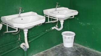 Toaleta Școlii din Aliman. FOTO Prefectura Constanța