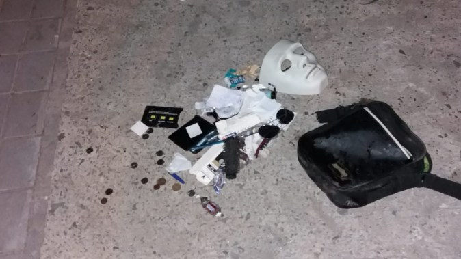 Masca și bunurile găsite asupra suspectului împușcat. FOTO CTnews.ro