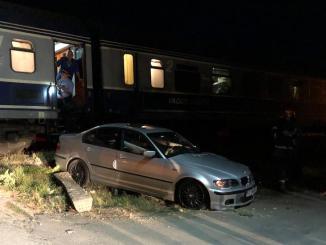 Mașină lovită de tren la Costinești. FOTO ISU Dobrogea