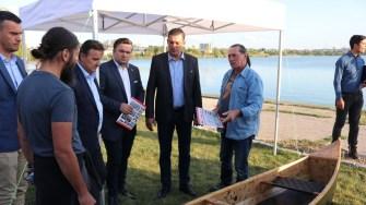 Ivan Patzaichin a adus mai multe canotci la Sărbătoarea Tradițiilor și Meșteșugurilor Dobrogene. FOTO CTnews.ro