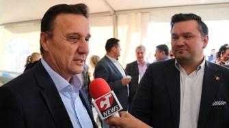 Guvernatorul Biosferei Delta Dunării, Cătălin Țibuleac și vicepreședintele Consiliului Județean Tulcea, la Sărbătoarea Tradițiilor și Meșteșugurilor Dobrogene. FOTO CTnews.ro