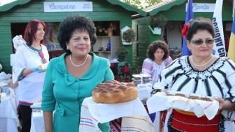 Primarul comunei Cumpăna, Mariana Gâju, la Sărbătoarea Tradițiilor și Meșteșugurilor Dobrogene. FOTO CTnews.ro