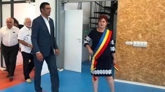 Președinele Consiliului Județean Constanța, Marius Horia Țuțuianu și primarul Dorinela Irimia au inaugurat sala de sport din Saraiu. FOTO Cristina Niță