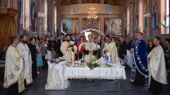 În ajunul Sfintei Parascheva, la Cumpăna au fost botezați șase copii aflați în plasament maternal. FOTO Primăria Cumpăna
