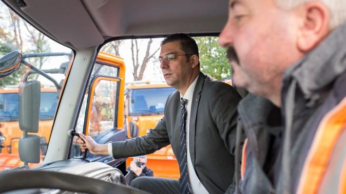 Președinteșe CJ Constanța, Marius Horia Țușuianu a dorit să vadă cum funcționează utilajele. FOTO CJ Constanța