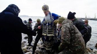 IPS Teodosie a ieșit pe mare, ajutat de scafandrii militari. FOTO CTnews.ro
