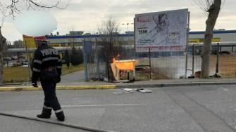 Zona unde a izbucnit incendiul a fost izolată de către pompieri. FOTO ISU Dobrogea