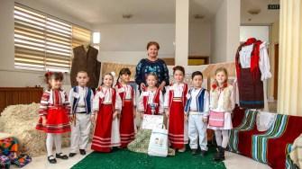 Copiii au arătat că sunt mândrii că sunt români. FOTO Primăria Ovidiu