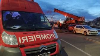 Scafandrii ISU Dobrogea au intervenit și au ajutat la scoaterea mașinii din apă. FOTO Cătălin SCHIPOR
