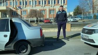 Mașina a fost lăsată lângă sediul Poliției Rutiere, iar proprietarul i-a dat foc. FOTO CTnews.ro