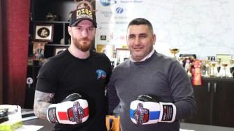 Alex Filip și Marius Gheorghe, promoterul, respectiv organizatorul galei OSS Fighters. FOTO Adrian Boioglu