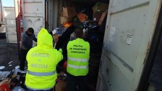 Containere cu deșeuri, găsite în Portul Constanța. FOTO Garda de Coastă.