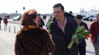 Președintele Consiliului Județean Constanța, Marius Horia Țuțuianu, a împărțit mărțișoare. FOTO CJ Constanța