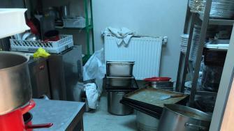 Nereguli găsite la firma care prepară mâncarea pentru persoanele carantinate din Mamaia. FOTO CJPC Constanța