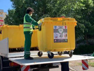 A început montarea containerelor destinate deșeurilor reciclabile FOTO Primăria Constanța