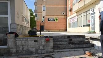 Pe strada 9 Mai din Cernavodă se lucrează la înfrumusețarea zonei. FOTO Primăria Cernavodă
