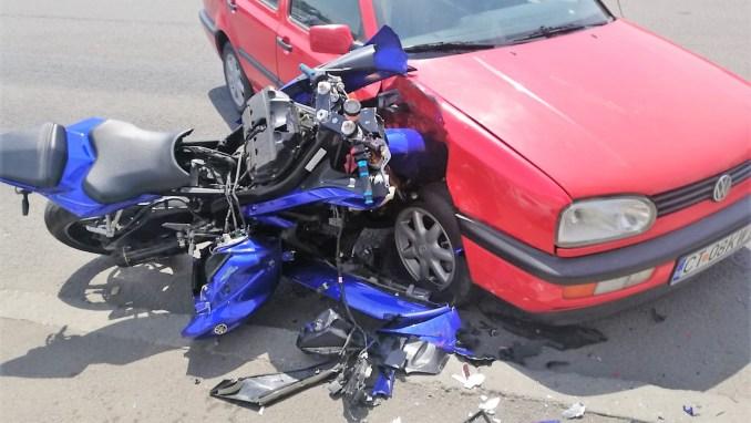 Motociclist rănit ușor după un accident rutier produs pe strada Eliberării. FOTO IPJ Constanța