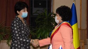 Subprefectul Aura Bozdoacă și primarul din Cumpăna, Mariana Gâju. FOTO Paul Alexe