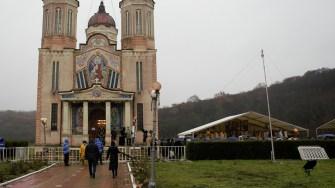 Ceremonie religioasă la Mănăstirea Peștera Sfântului Apostol Andrei. FOTO Paul Alexe