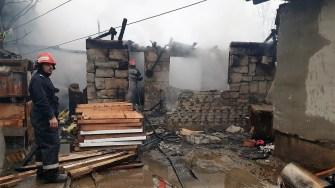 Două locuințe din Agigea au fost mistuite astăzi de flăcări. FOTO ISU Constanța
